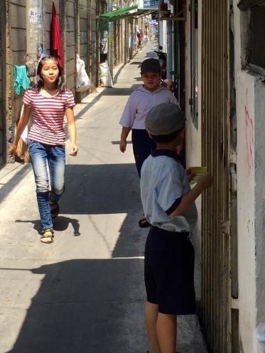 kids-in-alley