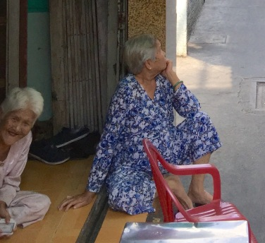 old-ladies-in-doorway